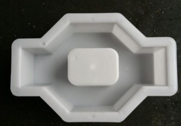 The relationship between injection mold cavity size and plastic shrinkage